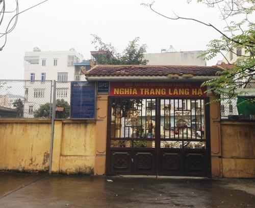 Nghĩa trang khu phố Láng Hạ - Vũ Ngọc Phan lọt thỏm giữa khu dân cư cao tầng và quá tải từ lâu.