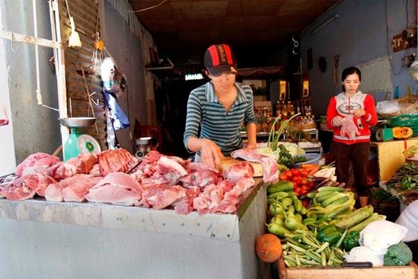 Một doanh nghiệp tư nhân khác với tài sản là thịt heo, bó rau