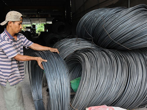 Vật liệu xây dựng chịu tác động mạnh từ giá xăng dầu tăng Ảnh: Hồng Thúy