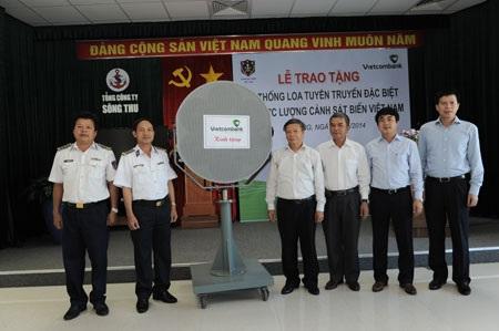 Vietcombank bàn giao loa tuyên truyền đặc biệt cho lực lượng cảnh sát biển Việt Nam