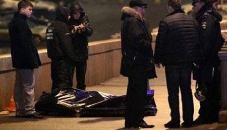 Cảnh sát khám nghiệm hiện trường vụ ám sát cựu Phó Thủ tướng Nga