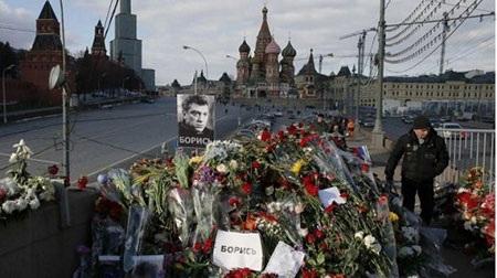 Người dân Nga tưởng nhớ tới Cựu phó Thủ tướng Nga tại nơi ông bị ám sát