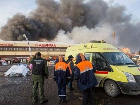 Hiện trường vụ cháy trung tâm thương mại Admiral (Nguồn: Tạp chí Bạch dương)