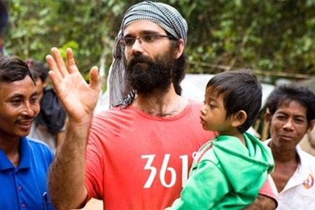 Nhà hoạt động môi trường Alex Gonzalez Davidson bị trục xuất khỏi Campuchia