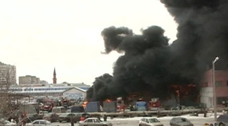 Khói bốc cao từ khu chợ (Ảnh: Vesti.ru)