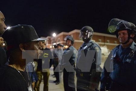 Người biểu tình bên ngoài Sở cảnh sát Ferguson ngày 12/3 (Nguồn: AFP/TTXVN)