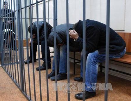 Bức hình chụp hai tên hung thủ sát hại ông Nemtsov ngồi trên chiếc xe màu bạc ZAZ Chance