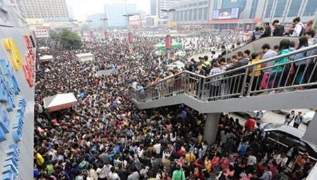 Dân Trung Quốc đổ về các nhà ga, bến tàu trong dịp Tuần lễ Vàng