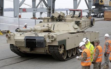 Xe tăng Mỹ được triển khai tại thủ đô Riga, Latvia- một trong 3 nước Baltic