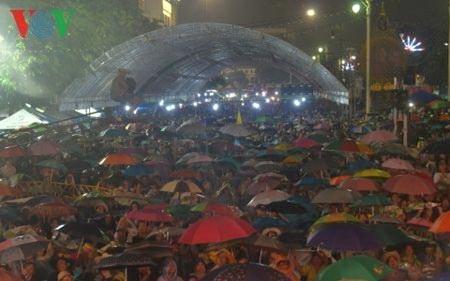 Biểu tình hàng chục ngàn người nhằm phản đối luật ân xá trước khi xảy ra đảo chính tại Thái Lan