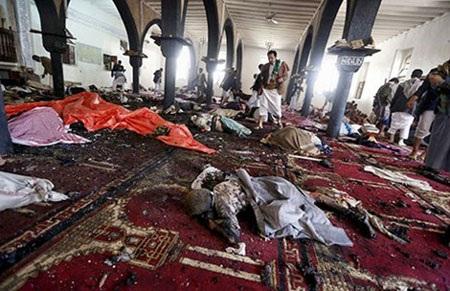Quang cảnh bên trong đền thờ Badr (thủ đô Sana'a) sau khi bị đánh bom