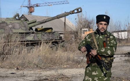 Một người lính thuộc lực lượng nổi dậy miền Đông Ukraine (ảnh: AFP)