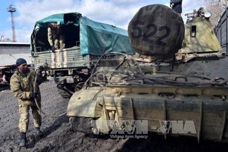 Binh sĩ Ukraine ở thành phố Artemivsk thuộc khu vực Donetsk ở miền đông ngày 6/3 (Ảnh: AFP/TTXVN)