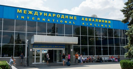 Bên ngoài sân bay Simferopol tại Crimea