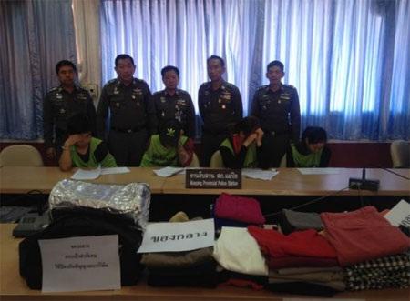 Các nghi phạm bị giam giữ tại sở cảnh sát Thái Lan