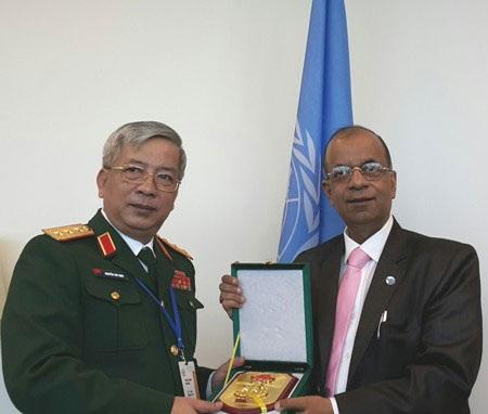 Thượng tướng Nguyễn Chí Vịnh gặp ông Atul Khare, Phó tổng thư ký LHQ về bảo đảm thực địa