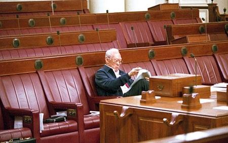 Ông Lý Quang Diệu là nghị sĩ lâu năm nhất phụng sự nghị viện Singapore