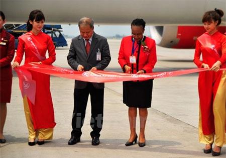 Tổng giám đốc điều hành tập đoàn hàng không Kenya Airways-ông Mbuvi Ngunze