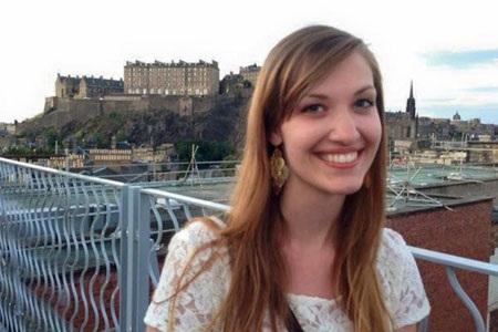 Emily Selke, một trong ba hành khách người Mỹ.
