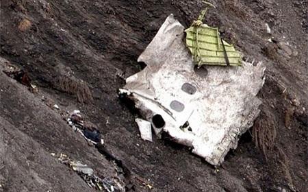 Một mảnh xác máy bay tại hiện trường (Nguồn: Telegraph)