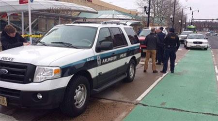 Cảnh sát phong tỏa lối vào trung tâm mua sắm (Nguồn: myfoxdc.com)