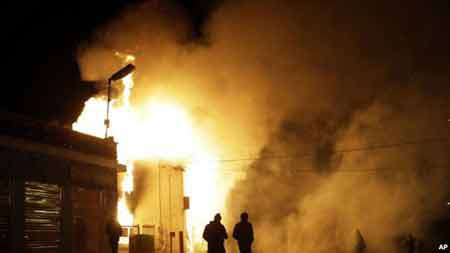 Một cơ sở bị đốt trong vụ bạo loạn