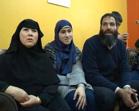 Chị Liên cùng chồng vàcon gáiSarah