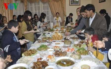 Thưởng thức các món ăn truyền thống