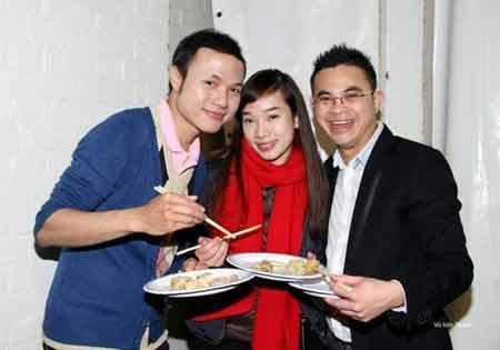 Bữa tiệc với các món ăn cổ truyền Tết Việt Nam