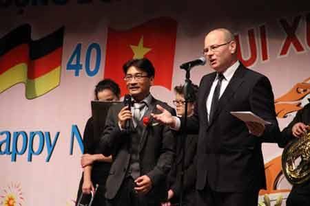 Tổng Lãnh sự Vương Hải Nam phát biểu khai mạc buổi gặp mặt (Ảnh: Thái Hùng, P/v TTXVN tại Mỹ)