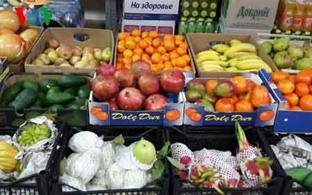 """Khu bán hoa quả tươi của siêu thị """"Hương Sen"""" phục vụ bà con mua sắm"""