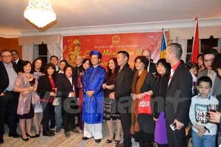 Đại sứ Trần Văn Hính với bạn bè Thụy Điển và cộng đồng người Việt tại Thụy Điển