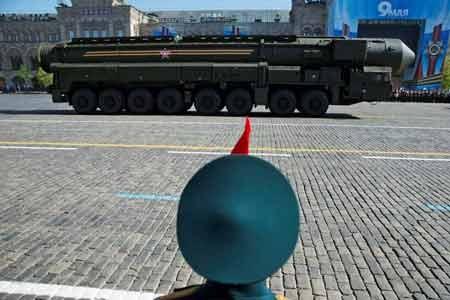 Tên lửa đạn đạo liên lục địa Topol-M của quân đội Nga trong một cuộc diễu binh (Ảnh: AP)
