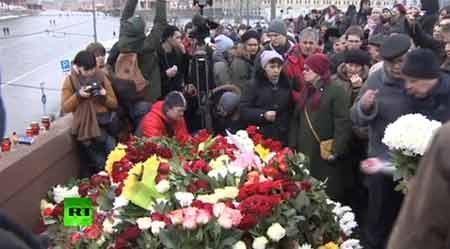 Người dân Nga đặt hoa tưởng niệm ông Boris Nemtsov