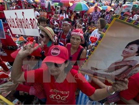 Lực lượng Áo đỏ ủng hộ chính phủ tuần hành tại Bangkok (Nguồn: AFP/TTXVN)
