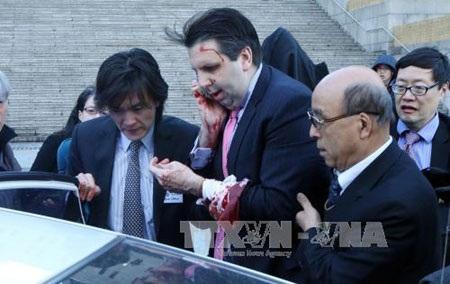 Đại sứ Mỹ tại Hàn Quốc Mark Lippert bị tấn công (Ảnh: AFP/TTXVN)