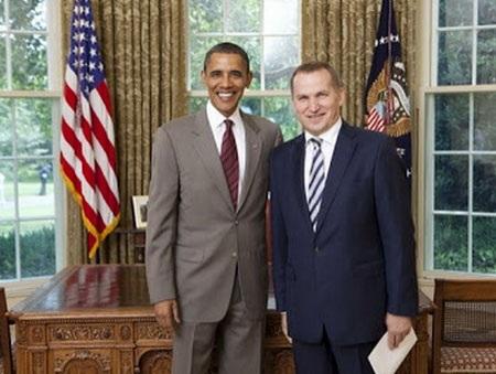 Ông Alexander Motsik và Tổng thống Mỹ Barack Obama. (Nguồn: