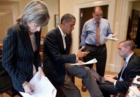 Tổng thống Mỹ Obama và ê-kíp viết diễn văn chuẩn bị cho một lần đăng đàn phát biểu