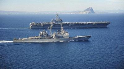 Tàu sân bay USS Theodore Roosevelt và tàu hộ tống USS Normandy tại biển Ả Rập