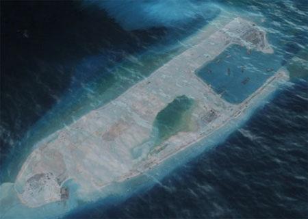 TQ dường như đang biến bãi Chữ Thập thành một tàu sân bay không chìm. (Ảnh: