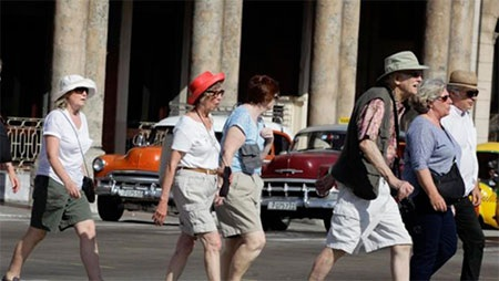 """Khách du lịch nước ngoài tới Cuba ngày càng đông trong bối cảnh quan hệ Mỹ - Cuba """"ấm dần"""". (Ảnh:"""