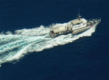 Tàu của Hải quân Malaysia tuần tra, tìm kiếm máy bay mất tích trên biển. (Nguồn:
