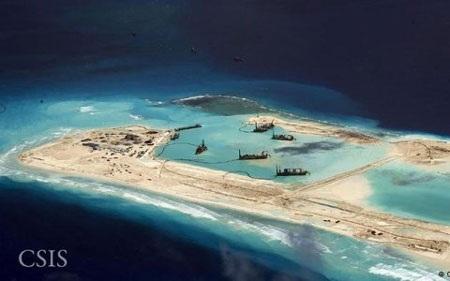 Hình ảnh vệ tinh Trung Quốc cải tạo đảo ở Biển Đông. (Ảnh: