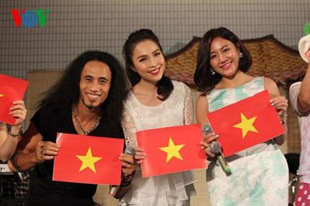 Ca sĩ Phạm Anh Khoa, Hiền Thục, Văn Mai Hương góp mặt trong lễ bế mạc