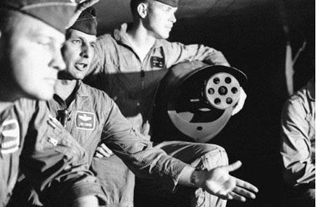 Súng máy Gutling lắp trên F-4 để tấn công MiG,17/5/1967. (Ảnh: