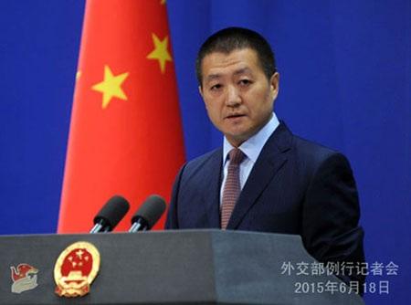 Người Phát ngôn Bộ Ngoại giao Trung Quốc Lục Khảng họp báo