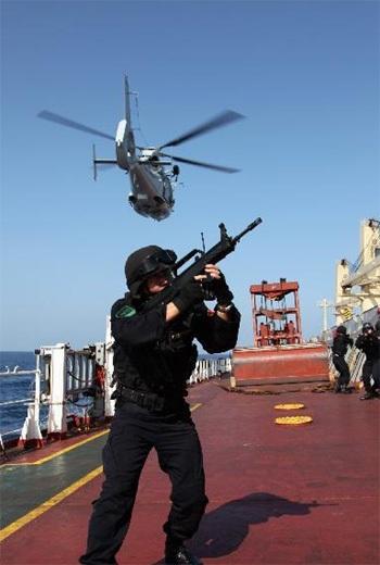 Hải quân Trung Quốc tập trận trên Vịnh Aden.