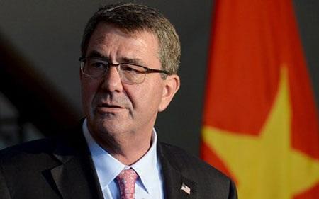 Bộ trưởng Quốc phòng Mỹ Ash Carter trong chuyến thăm Việt Nam