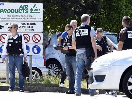 Video hiện trường vụ tấn công kinh hoàng ở Pháp, 1 người mất đầu