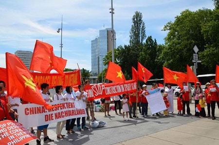 Đoàn diễu hành tại khu vực quảng trường Liên hợp quốc. (Ảnh: